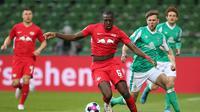 Liverpool mengonfirmasi kedatangan Ibrahima Konate dari RB Leipzig, Jumat (28/5/2021). (AFP/Cathrin Mueller)