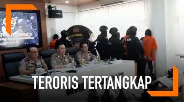 Polisi menangkap 29 teroris yang diantaranya ikut rencanakan serangan 22 Mei saat penetapan pemenangan Pilpres 2019. Polisi pun meminta masyarakat tidak melakukan aksi turun ke jalan pada hari tersebut untuk antisipasi teror.