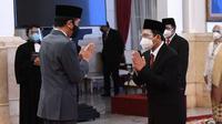 Ali Ghufron Mukti resmi dilantik jadi Direktur Utama BPJS Kesehatan saat pelantikan Dewan Pengawas dan Direksi BPJS Kesehatan 2021-2026 oleh Presiden Joko Widodo (Jokowi) di Istana Kepresidenan Jakarta pada Senin, 22 Februari 2021. (Humas BPJS Kesehatan)