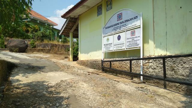 Semangat Belajar Anak Yatim dan Tidak Mampu di SMK Caruban Nagari Cirebon