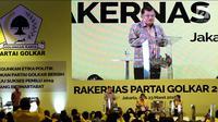 Wapres Jusuf Kalla atau JK memberi sambutan dalam Rakernas Partai Golkar di Jakarta, Kamis (22/3). JK memberi pengarahan kepada seluruh kader Partai Golkar. (Liputan6.com/JohanTallo)