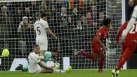 Aksi Serge Gnabry menjebol gawang Tottenham di laga Liga Champions (AP)