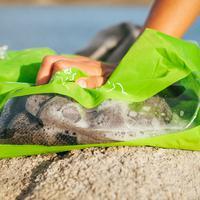Scrubba, inovasi baru bagi para traveler agar bisa mencuci baju di mana saja. Tertarik? (Via: uniqverse.com)