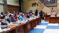 Menteri Kesehatan RI Terawan Agus Putranto bersama BPJS Kesehatan dan DJSN rapat Komisi IX DPR RI soal iuran BPJS Kesehatan dan pengadaan alat kesehatan di Gedung Nusantara I, Senayan, Jakarta pada Kamis (12/12/2019). (Liputan6.com/Fitri Haryanti Harsono)