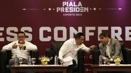 Menpora RI, Imam Nahrawi, saat sesi tanya jawab Piala Presiden Esports 2019 di Gedung Krida Bhakti Setneg, Jakarta, Selasa (26/3). Final turnamen akan diselengarakan pada 30-31 Maret mendatang. (Bola.com/Yoppy Renato)