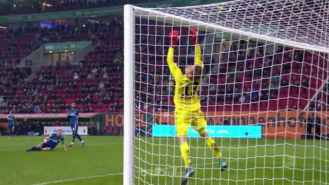 Augsburg menatap masuk zona Eropa selepas mereka menang tipis 1-0 atas Hamburg, Sabtu (13/1). Sundulan gelandang Augsburg asal Kor...
