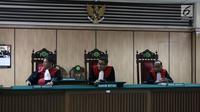 Ketua Majelis Hakim Sutadji memimpin sidang gugatan cerai yang dilayangkan Basuki Tjahaja Purnama atau Ahok di PN Jakarta Utara, Rabu (7/3). Pada sidang ini, kuasa hukum Ahok juga membawa bukti tambahan berupa surat. (Liputan6.com/Arya Manggala)