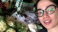 Ussy Sulistiawaty di pasar tradisional (Instagram/ussypratama)