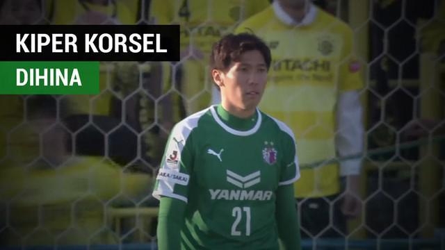 Berita video momen laga Liga Jepang (J1 League), Kashiwa Reysol vs Cerezo Osaka, sempat dihentikan karena kiper Timnas Korsel (Korea Selatan), Kim Jin-Hyeon, dihina suporter di belakang gawangnya.