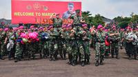 Panglima TNI Hadi Tjahjanto diarak prajurit Marinir di Cilandak, (Kamis 21 Desember 2017). (Dok. Kormar)