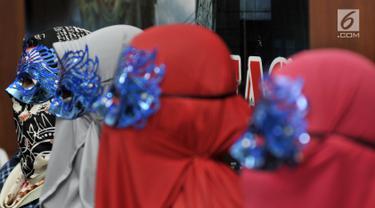Perwakilan korban saat dihadirkan dalam rilis pengungkapan tindak pidana perdagangan orang (TPPO) di Gedung Bareskrim Polri, Jakarta, Selasa (9/4). Polisi membongkar kasus perdagangan orang jaringan Maroko, Suriah, Arab Saudi, dan Turki. (merdeka.com/Iqbal Nugroho)
