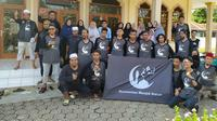 Para anggota komunitas masjid Garut, Jawa Barat, setelah melakukan aksi bersih masjid di Kecamatan Cikelet, Garut (Liputan6.com/Jayadi Supriadin)