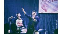 Jadi Vokalis Band Pop Punk, Ini 6 Penampilan Angga Putra 'Anak Langit' di Atas Panggung (sumber: Instagram.com/standtorise_jkt)