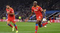 Victor Osimhen rayakan gol untuk Napoli saat menghadapi Leicester City di Liga Europa (AFP)