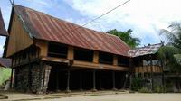 Rumah Tuo di Kabupaten Merangin disebut sudah berumur 700 tahun dan masih berdiri kokoh hingga sekarang. (Foto: Dok Disbudparpora Kabupaten Merangin/B Santoso)