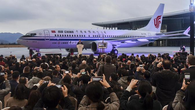 Sebuah pesawat Boeing 737 MAX 8 diluncurkan pertama kali oleh maskapai Tiongkok, Air China, di Boeing Zhoushan 737 Completion and Delivery Center, Zhoushan, 15/8/2019. (Xu Yu/AP)#source%3Dgooglier%2Ecom#https%3A%2F%2Fgooglier%2Ecom%2Fpage%2F%2F10000