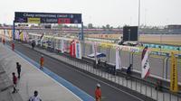 Maverick Vinales dan Marc Marquez antusias untuk balapan di Sirkuit Buriram, Thailand. Berbeda dengan Valentino Rossi. (Bola.com/Muhammad Wirawan Kusuma)