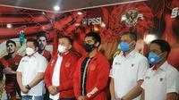 Direktur Utama Persis Solo, Kaesang Pangarep (tengah), berkunjung ke Kantor PSSI pada Rabu (7/4/2021). (Istimewa).