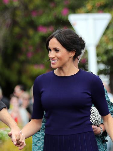 Gaya Interaksi Pangeran Harry dan Meghan Markle pada Anak Kecil