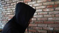 Seorang lelaki di Kota Malang hidup dengan HIV/AIDS rutin berobat dan beraktivitas dengan wajar. Dia takut membuka identitasnya karena potensi diperlakukan diskriminasi (Liputan6.com/Zainul Arifin)