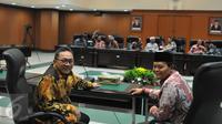 Ketua MPR Zulkifli Hasan (kiri) dan Wakil Ketua MPR Hidayat Nur Wahid menggelar pertemuan dengan lembaga Mahkamah Agung terkait undangan pidato laporan kinerja lembaga negara, di Gedung MA, Jakarta, Kamis (9/7/2015). (Liputan6.com/Herman Zakharia)