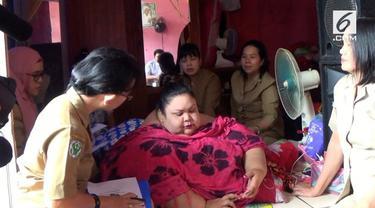 Warga Palangka Raya Kalimantan Tengah menderita obesitas, berat badannya sudah mencapai 350 Kilogram.