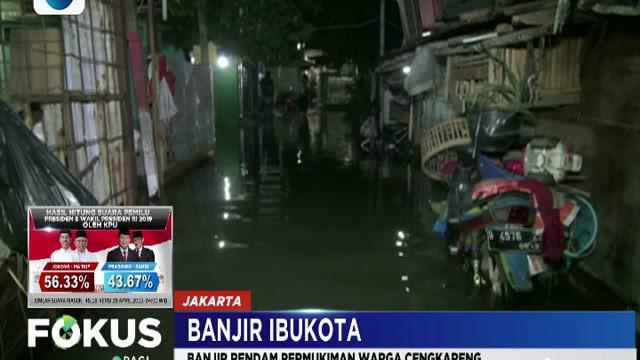 Buruknya drainase dan permukiman warga yang berada di dataran rendah membuat lokasi ini menjadi langganan banjir.