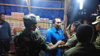 Penertiban pedagang petasan dan kembang api di Palu, Sulteng. (Foto: Liputan6.com/Heri Susanto)
