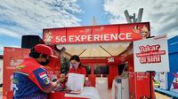 Telkomsel menghadirkan pengalaman akses jaringan 5G di Papua melalui pembukaan Telkomsel 5G Experience Center di Stadion Lucas Enembe Papua (Foto: Corpcomm Telkomsel).