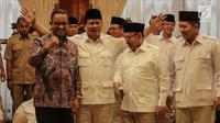Ketua Umum Partai Gerindra Prabowo Subianto (kedua kiri) bersama Gubernur DKI Jakarta, Anies Baswedan (kiri), Sudirman Said (kedua kanan) saat mengumumkan calon Gubernur Jawa Tengah di Rumah Kertanegara, Jakarta, Rabu (13/12). (Liputan6.com/Faizal Fanani)