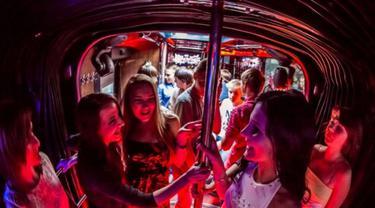 Ssst.. Bus Ini Sediakan Hiburan 'Orang Dewasa'