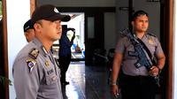 Usai aksi perusakan, penjagaan diperketat di Kantor Balai Pelayanan dan Pengawas Pendidikan (BPPP) Wilayah V Jawa Barat di Kota Cirebon. (Liputan6.com/Panji Prayitno)