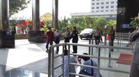 Kepala Kantor Imigrasi NTB Kurniade tiba di gedung KPK, Jakarta. (Liputan6.com/Fachrur Rozie)