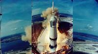 "Saturn V yang membawa Pesawat Apollo 11 yang ditumpangi Neil Armstrong dan Edwin ""Buzz"" Aldrin. (Nasa.gov)"