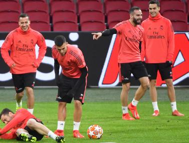 Latihan Santai Pemain Real Madrid Jelang Hadapi Ajax