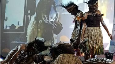 Parade Tifa 14 Kampung Warnai Festival Teluk Humboldt
