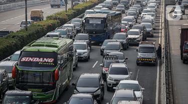 Kemacetan Tol Dalam Kota Akibat Penyekatan Terkait PPKM Darurat