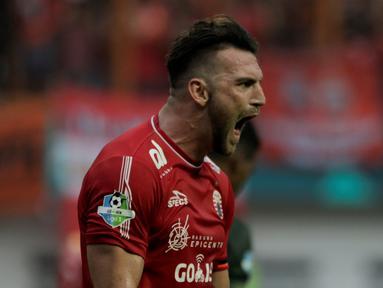 Striker Persija Jakarta, Marko Simic, berteriak saat melawan PS Tira pada laga Liga 1 di Stadion Wibawa Mukti, Jawa Barat, Sabtu (10/11). Kedua klub bermain imbang 0-0. (Bola.com/Yoppy Renato)