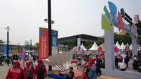 Suasana kompleks Gelora Bung Karno (GBK), Senayan, Jakarta, tidak terlalu dipadati pengunjung jelang upacara penutupan Asian Para Games 2018, di Stadion Madya, Sabtu (13/10/2018). (Bola.com/Muhammad Ivan Rida)