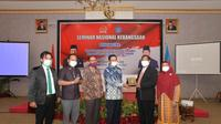 Seminar Nasional Kebangsaan bertema 'Gorontalo dalam Kerangka Tantangan dan Solusi Mengatasi Masalah Ekonomi di Masa Pandemi Covid-19, Ballroom Hotel Grand Q, Gorontalo, Selasa (17/11).