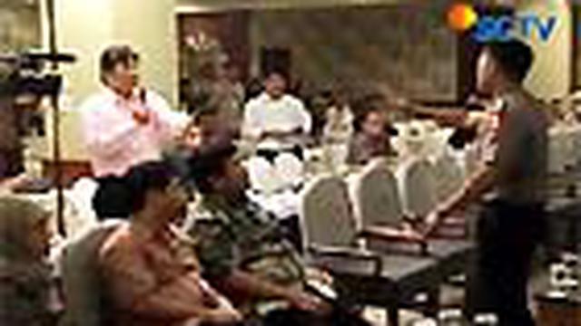 Tim sukses calon kepala daerah di Medan, Sumut, dan Kediri, Jatim, memprotes hasil pleno KPUD. Mereka berniat melayangkan gugatan ke Mahkamah Konstitusi mengenai hasil pilkada.