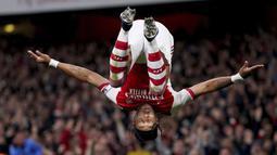 Arsenal unggul 1-0 lebih dahulu saat laga berjalan 8 menit. Pierre-Emerick Aubameyang berhasil memanfaatkan bola buangan yang tak sempurna kiper Crystal Palace, Vicente Guaita hasil tendangan Nicolas Pepe. (PA via AP/Adam Davy)