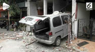 Tabung gas ukuran 12 Kilogram meledak Kamis (8/11) pagi di Bekasi Jawa Barat. Penghuni dibawa ke rumah sakit karena alami luka bakar.