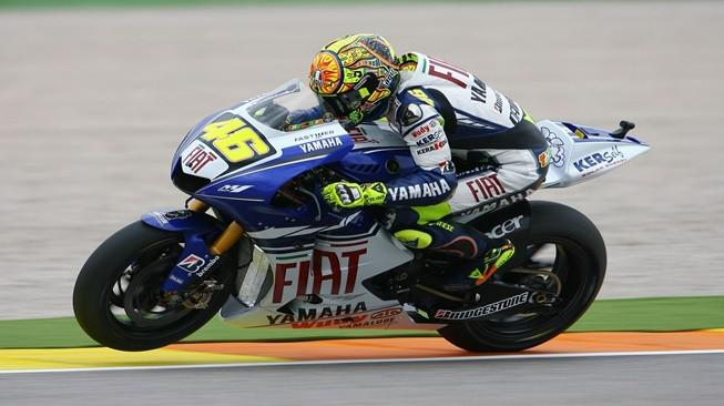 Valentino Rossi ketika menunggangi motor Yamaha YZR-M1 800cc.