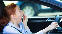 Mengantuk saat mengemudi mobil.(qmotor.com)