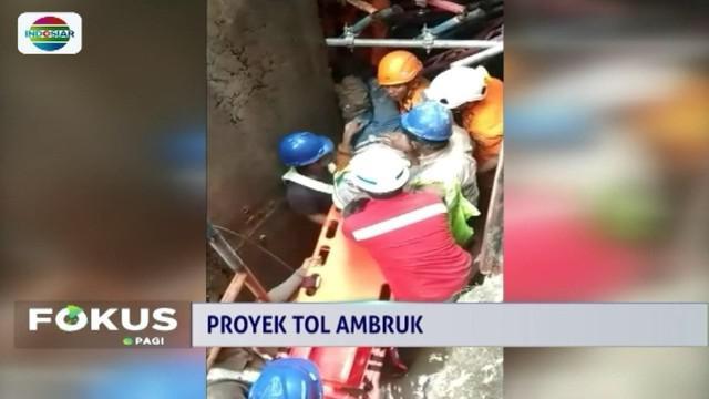 Bangunan proyek jalan Tol Manado-Bitung di Kabupaten Minahasa Utara, Sulawesi Utara, ambruk. Tiga pekerja bangunan tertimbun, namun baru satu korban yang berhasil dievakuasi dalam kondisi selamat.