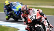 Pembalap LCR Honda, Johann Zarco, tampil pada latihan bebas MotoGP Australia di Sirkuit Phillip Island, Jumat (25/10/2019). (AFP/William West)