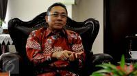 Ketua MPR RI, Zulkifli Hasan ketika menerima kunjungan Duta Besar Kuba untuk Indonesia, Nirsia Castro Guevara di Kompleks Parlemen, Jakarta, Kamis (31/3). Kunjungan tersebut membahas kerjasama antara kedua Negara. (Liputan6.com/Johan Tallo)