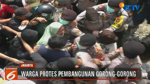 Unjuk rasa ratusan warga Tanah Baru 1 Grogol Utara, Kebayoran Lama, Jakarta Selatan, menentang pembangunan gorong-gorong sepanjang 450 meter diwarnai kericuhan.