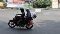 Pemudik sepeda motor saat melintasi jalur Kalimalang, Bekasi, Jawa Barat, Senin (11/6). (Merdeka.com/Iqbal Nugroho)